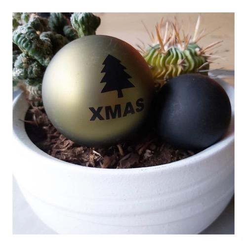 Stickers op kerstbal