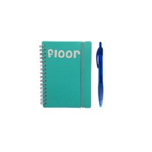 notitieboekje met naam en pen