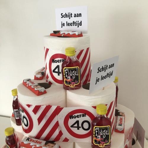 Maak zelf een schijt aan je leeftijd taart